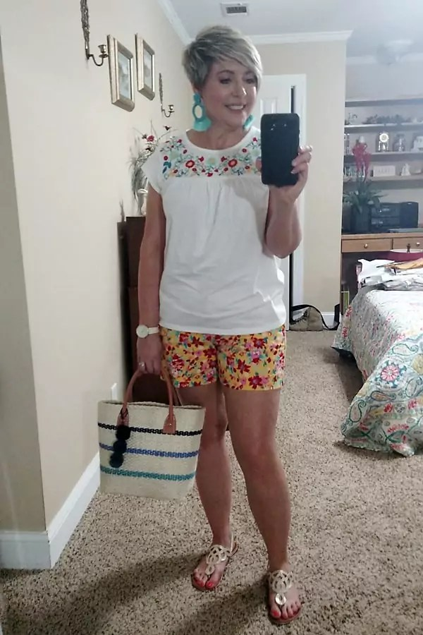 floral shorts summer outfit