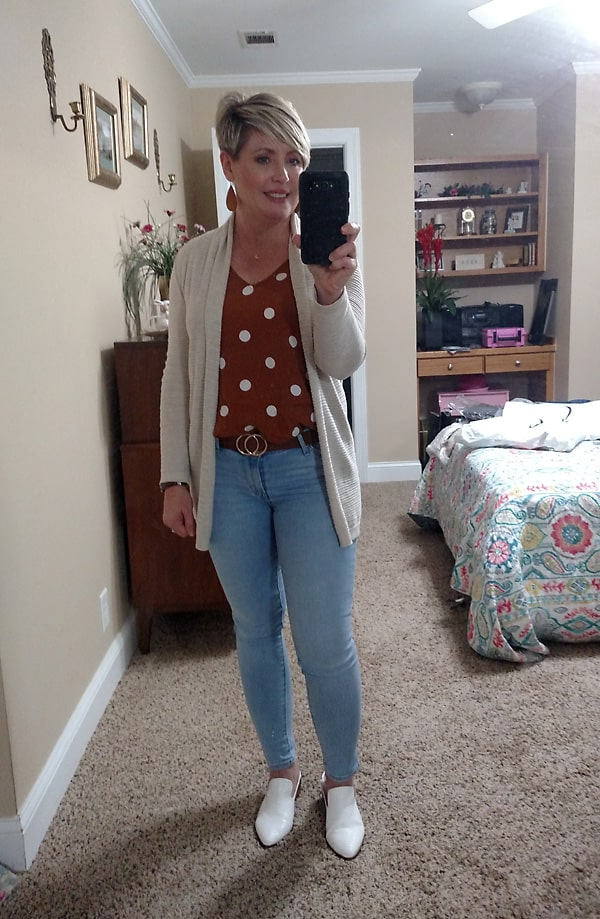 light wash jeans fall outfit