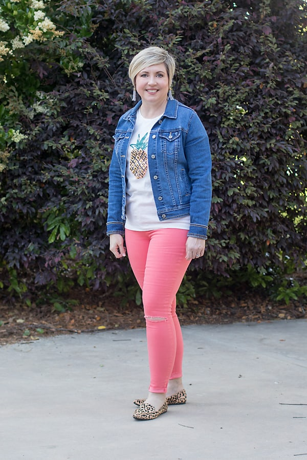 pineapple tee with coral jeans