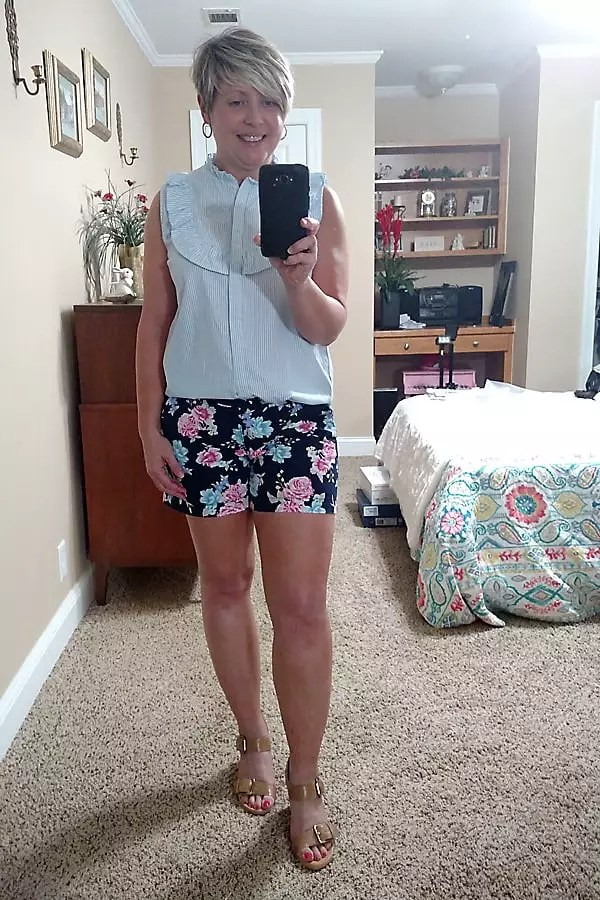 floral shorts outfit