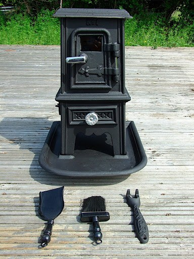 Tiny Stove The Pipsqueak Is A Charming Little Cast Iron That S Perfect Addition To Yurts Canvas Wall Tents Tee Small Boats Houses Or