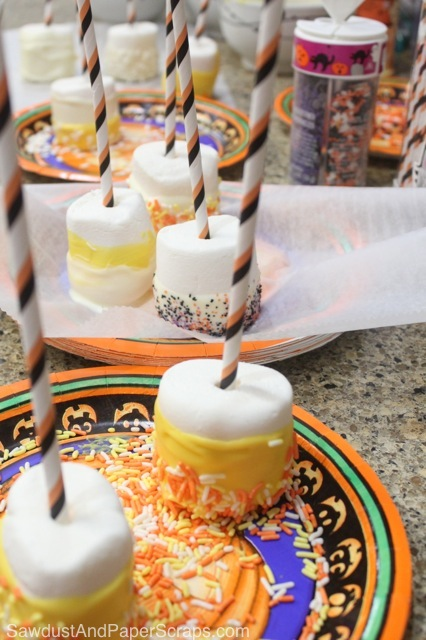Easy Halloween Treat: Marshmallow Pops