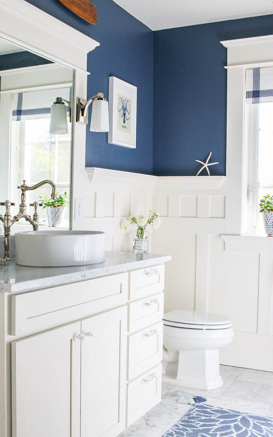 Navy blue and white bathroom saw nail and paint for Bathroom ideas navy blue