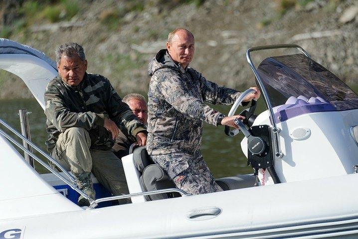 Znalezione obrazy dla zapytania Путин В тайгу с Шойгу