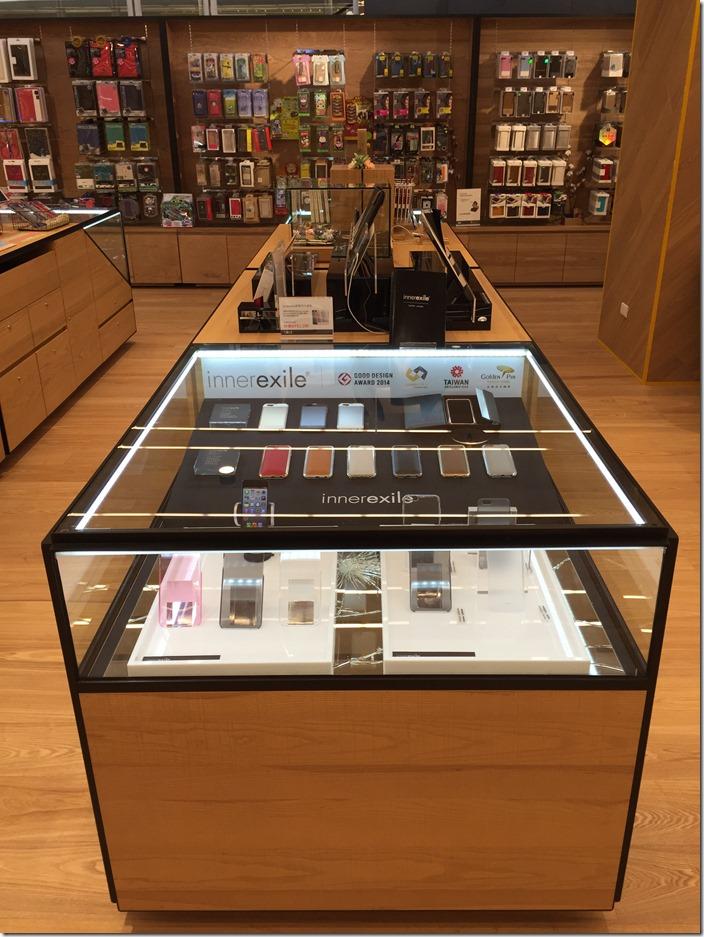 圖說一 台灣蘋果配件品牌 innerexile 在三創二樓女性配件展售區,特別設置品牌專櫃。