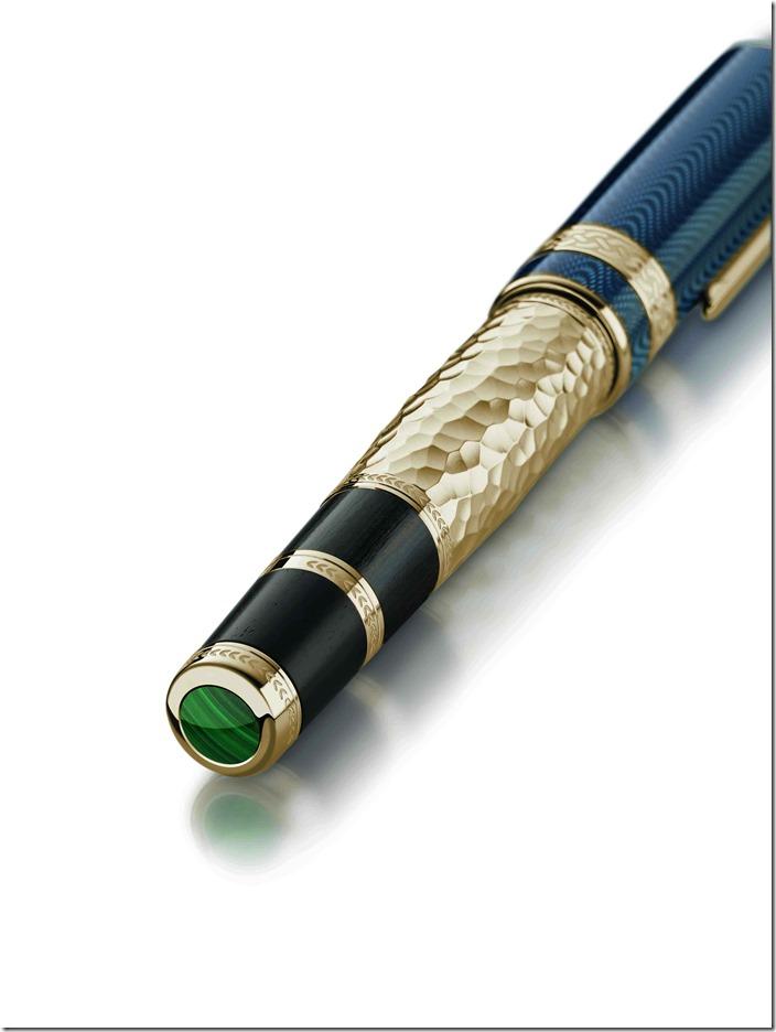 萬寶龍文學家系列 列夫.托爾斯泰鋼筆限量1868款式(型號112714),鍍金筆身錘紋意喻他以自我雙手打造一片土地。