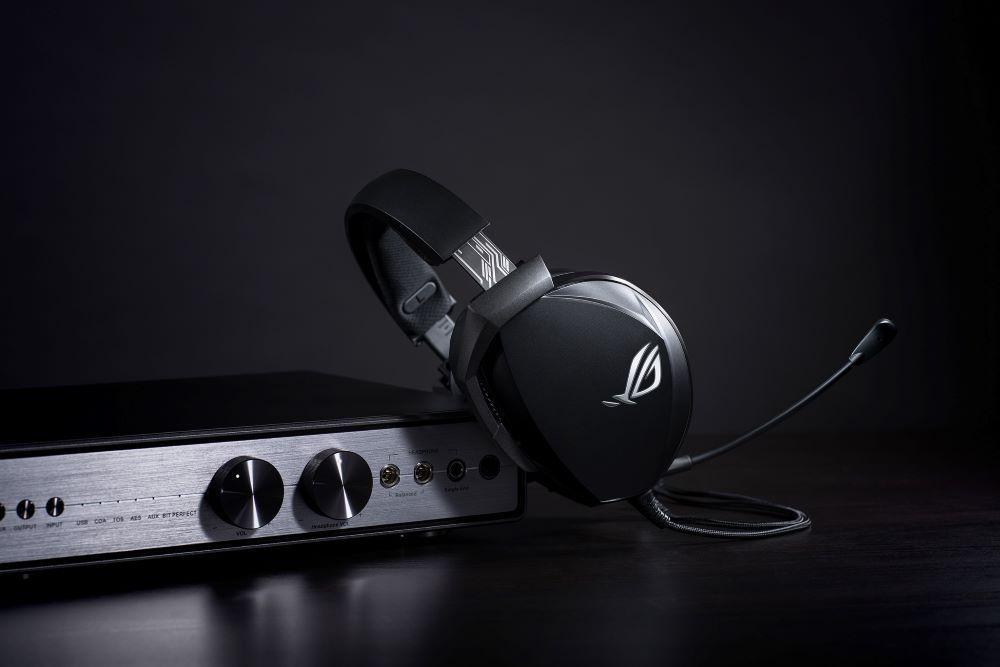 ROG Theta Electret電競耳麥可完美搭配高端DAC和擴大機,提供純淨、高解析度的音質。