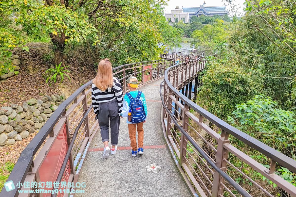 新竹峨眉親子一日遊這樣玩/環湖彩繪步道+遊艇吊橋+休閒農園+湖畔咖啡/新竹峨眉美食景點推薦