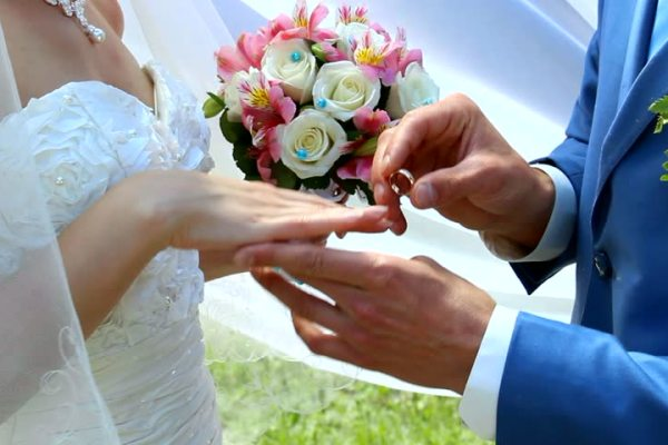 8 Questions To Ask Before Buying A Wedding Band