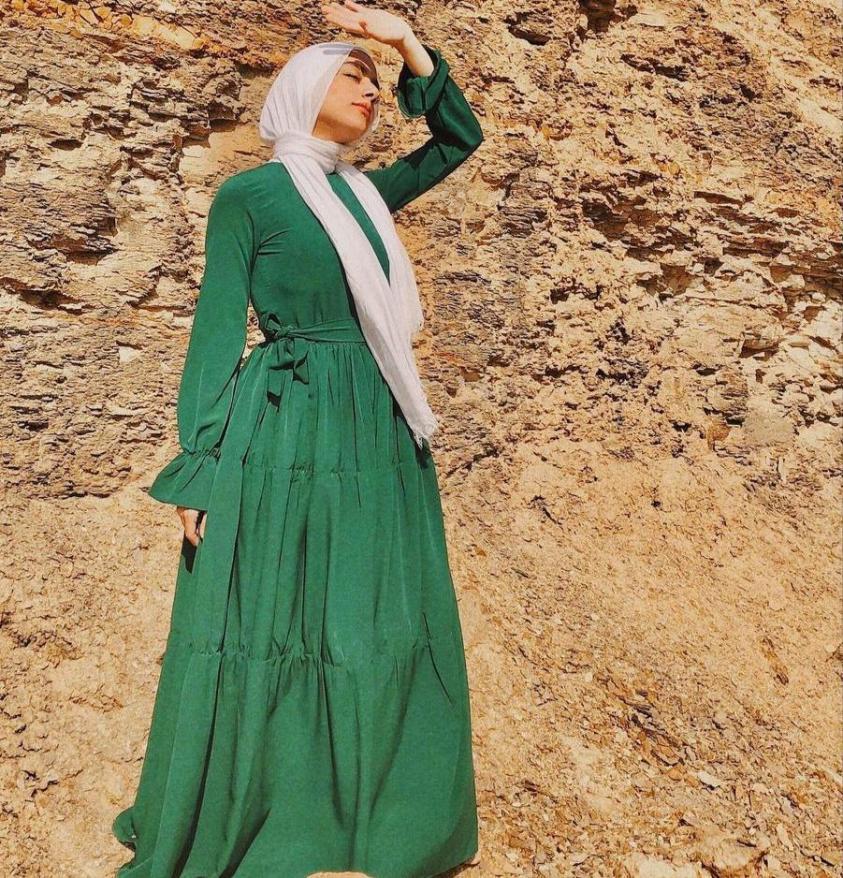 فستان ربيعي من سمية عادل -الصورة من حسابها على الانستغرام