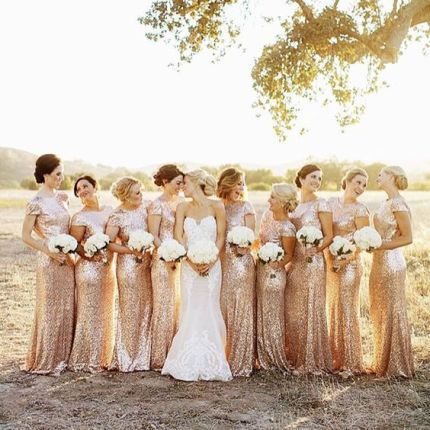 وصيفات العروس باللون الذهبي