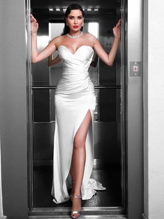 سيرين عبد النور في فستان سهرة باللون الأبيض