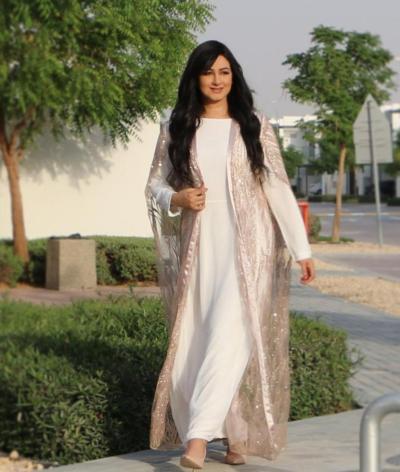 6 هيفاء حسين ترتدي جلابية ناعمة مع عباية - صورة من حسابها على Instagram