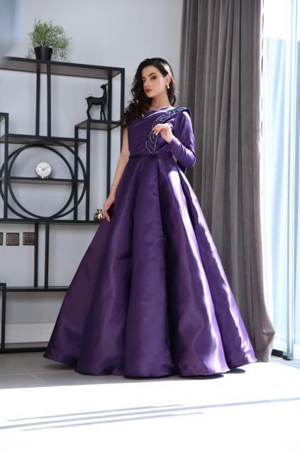 فستان من تصميم رغد الخريف