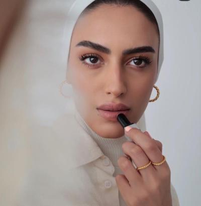 مكياج ترابي ناعم من يارا النملة - صورة من حسابها على انستجرام