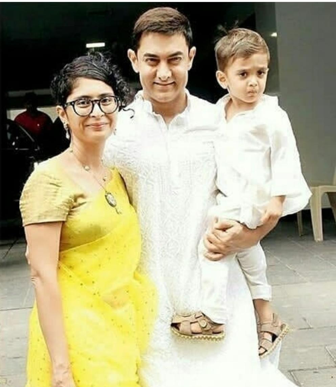 عامر خان وكيران راو مع ابنهما آزاد- الصورة من حساب كيران راو على إنستجرام.jpg