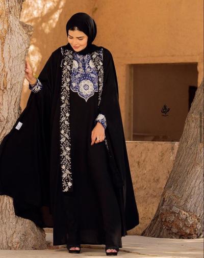 4 حوراء الفارسي بعباية مطرزة -الصورة من حسابها على الانستغرام