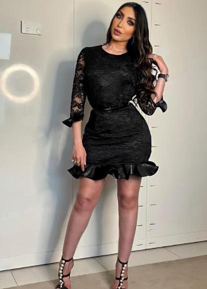 دنيا بطمة بفستان قصير أسود دانتيل - الصورة من حسابها على إنستقرام -صورة 3