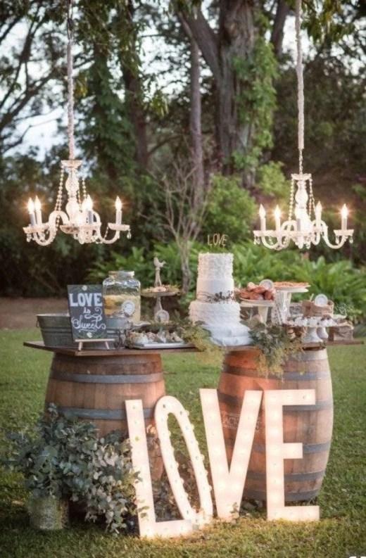 تزيين طاولة كعكة الزفاف بالأضواء