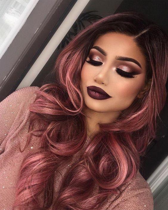 شعر باللون الأحمر الوردي