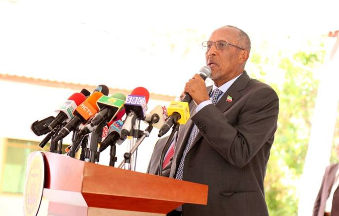 """The President H.E. Musa Bihi Abdi has sternly cautioned any distracters and wayward minded entities to desist from exploiting the unfortunate fatal incidences of clashes that occurred in southern Sool with the aim of cashing in politically. The President at the same time appealed for the second time to the warring brotherly communities to halt the animosity and observe peaceful co-existences.. The Head of State gave the caution and made the appeal yesterday, Saturday the 27th October 2018 at the Presidency at a function of sending off 380 students who were awarded educational scholarships granted by our Ethiopian neighbor. The President observed, """"In recent days I have been hearing several politicians and individuals from the diaspora engaging in the matter (the unfortunate clashes) while politicizing it to capitalize from it"""". He noted that the government has exerted a lot of effort to quell past similar clashes hence have invested a lot in the area security. He pledged that more inputs will be stepped up for the pacification efforts. He added that given that the armed forces has been in the area for two years the state will mobilize eminent personalities, elders, traditional and contemporary leaders, the clergy and as well as all concerned to see to it that no stone is left turned for the achievement of harmonious and peaceful setting preservation. He was categorical that """"we shall never tolerate any other entity to propagate unwarranted objectives to undermine the security of Sool region. He said the collective effort and responsibility to resolve the recurrent skirmishes has its mobilization under way. By: M.A.Egge"""