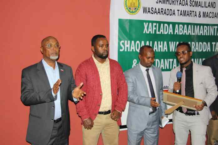 Somaliland Certificates with Cash Prizes Awarded Ministry of Energy's Best Staff