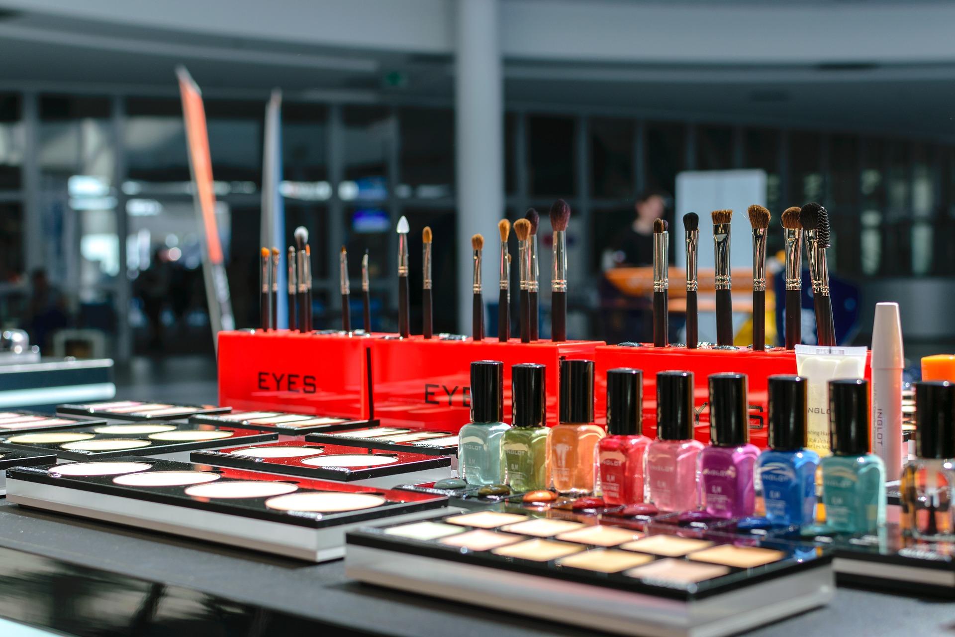prodotti per il make up in farmacia