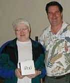 Our June iPod winner, Donald Burr, poses with SBMUG Prez Ken Jurgensen. (Photo: Brian Carlin)