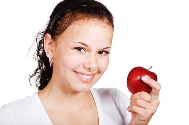 girl holding an apple