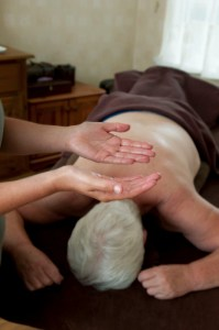 Application of treatment oil to the therapist's hands (photograph)