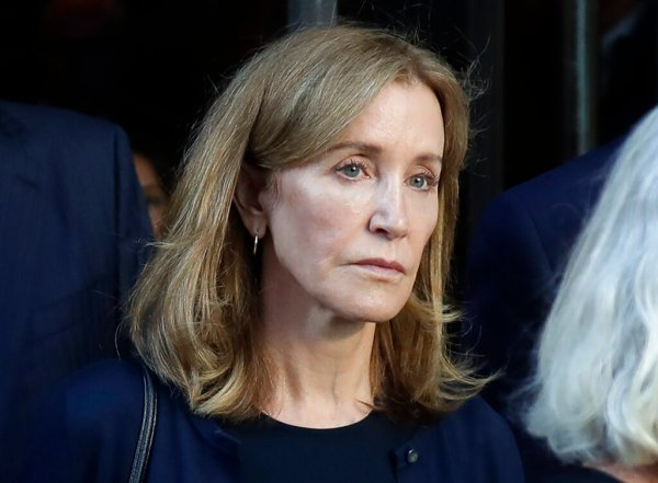 Prisoner No. 77806-112 - aka Felicity Huffman - begins serving two-week sentence