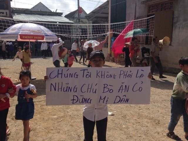 Hơn 1,000 bà con ngư dân Cồn Sẻ biểu tình yêu cầu nhà cầm quyền đền bù thoả đáng