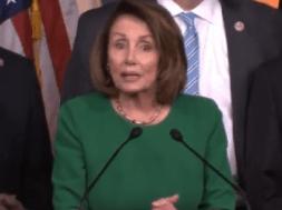 Nancy Pelosi & John Mccain phản ứng trước việc dự luật Trumpcare của đảng Cộng Hòa bị hoãn