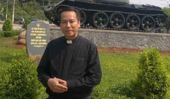 Dư luận viên xách súng, roi điện, lựu đạn vào nhà thờ khủng bố linh mục giáo phận Xuân Lộc