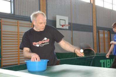 Die Ausbildung wird hauptsächlich mit dem Balleimer durchgeführt. Dort ist in der Regel ein Trainer mit zwei Kindern. Was genau erklärt und am Balleimer geübt wird, hängt vom jeweiligen Spieler oder der Spielerin ab. So könnte z.B. eine spezielle Tischtennis-Schlag-Art geübt werden, welche im letzten Wettkampf-Spiel nicht gut geklappt hat.