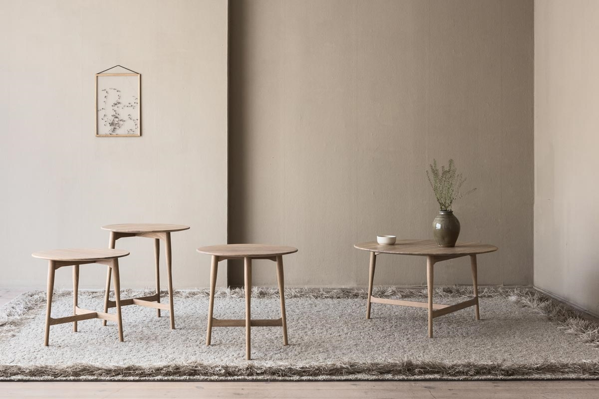 graceful and easy to place coffee table
