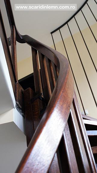 preturi scara interioara din lemn pe vang, cu trepte de lemn suspendate pe corzi