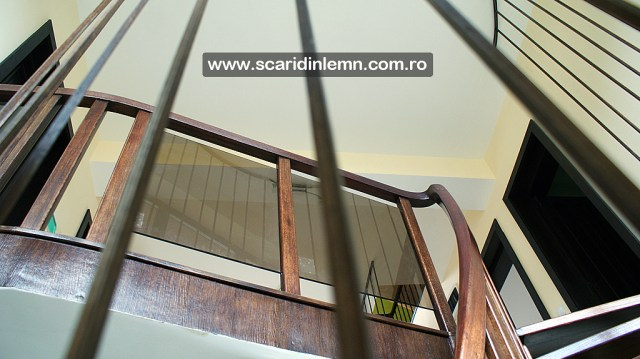 preturi scara interioara din lemn cu trepte de lemn suspendate pe corzi