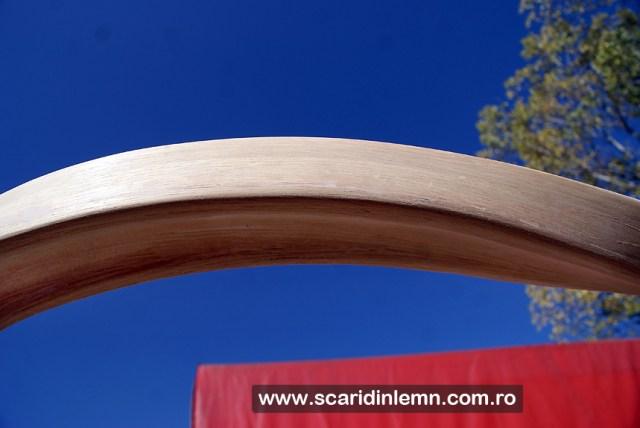 Atelier de tamplarie mana curenta continua de lemn curbat la scari interioare din lemn masiv, balustrada scara