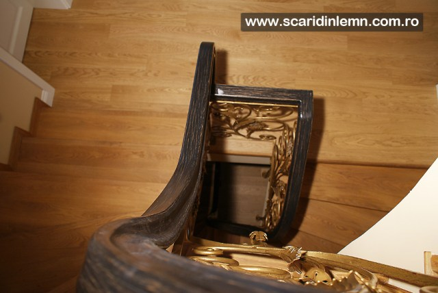 Scari interioare cu mana curenta continua din lemn masiv curbat