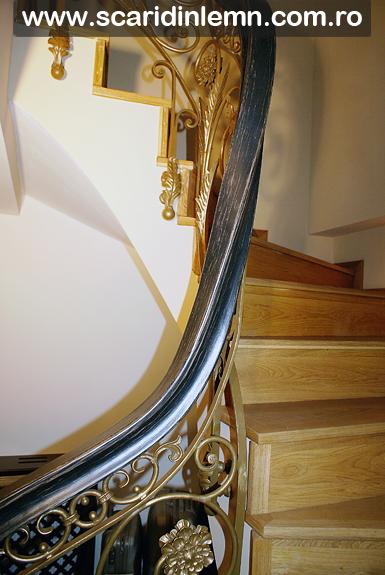 Scara interioara din lemn masiv cu mana curenta continua lemn curbat, pret calitate