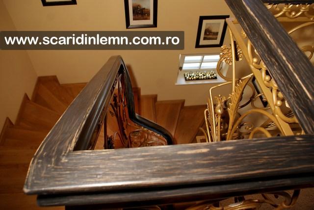 scari interioare de lemn cu mana curenta de lemn masiv curbat