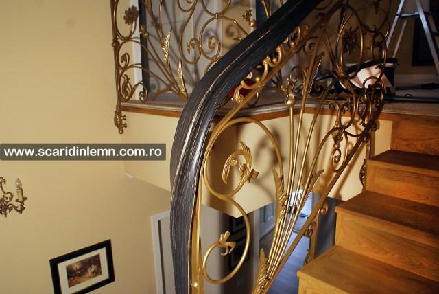 scari interioare de lemn masiv cu mana curenta din lemn curbat cu trepte placate