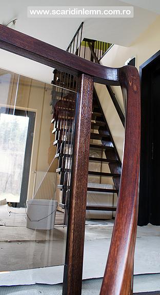 Scari interioare de lemn masiv pe vanguri suspendata pe corzi, pret scara, design scara, proiect scara, modele scari
