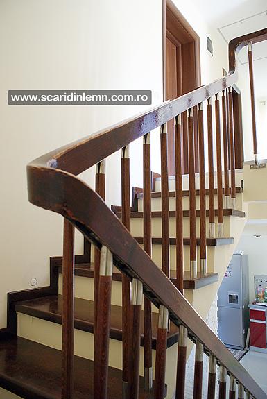 scari de lemn interioare trepte placate din lemn masiv balustrii inox pret