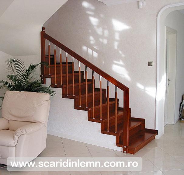 scara interioara din lemn balustrii cu terminatii de inox si placare trepte de lemn masiv