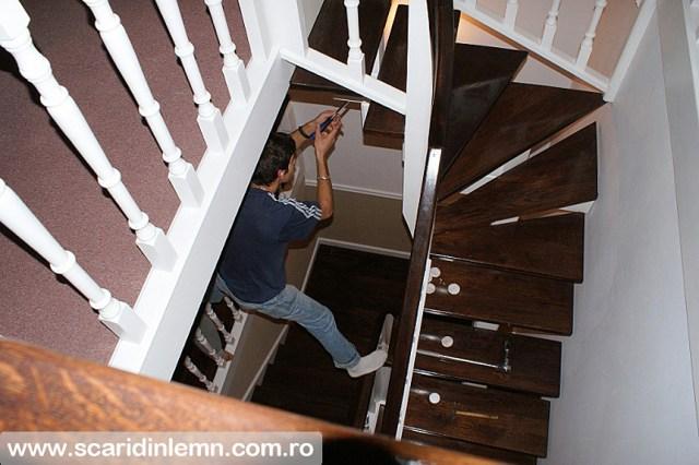 Scari interioare cu trepte de beton placat cu lemn, vang modular, mana curenta continuua din lemn curbat, pret