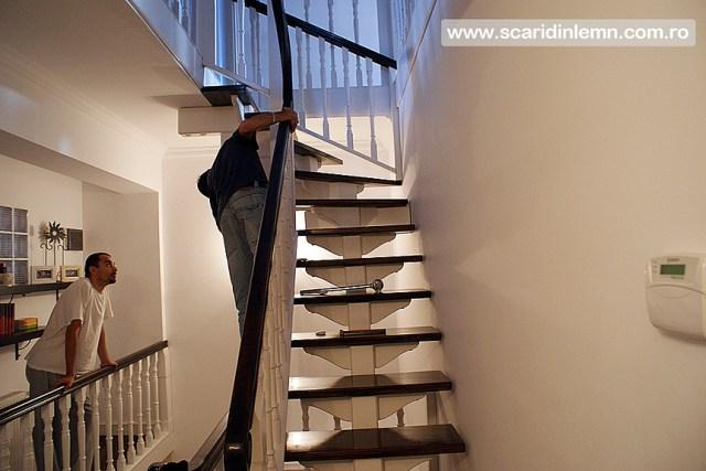 Scari interioare cu trepte beton placat cu lemn, vang modular, mana curenta continuua din lemn curbat, pret