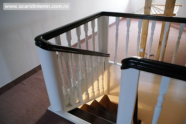Scari interioare cu trepte de beton placat cu lemn, vang modular, mana curenta continuua din lemn curbat, preturi