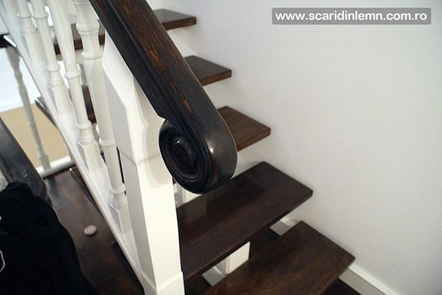 Scara interioara de lemn cu trepte de beton placat cu lemn, vang modular, mana curenta continuua din lemn curbat, preturi